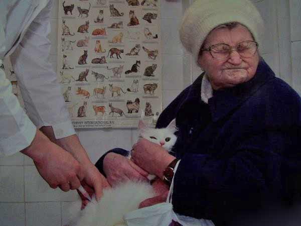 Oma geniesst die Muschi Pumpe
