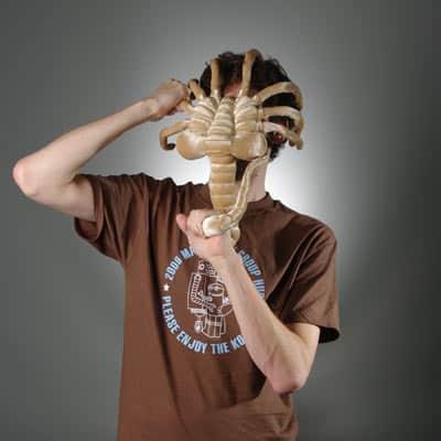Alien Facehugger aus Plüsch