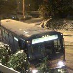 Busse im Wintersturm in Seattle