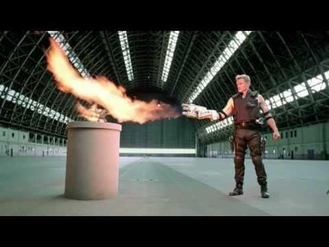 Dolph Lundgren grillt Einhörner bis sein Kopf explodiert