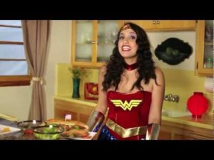 Wonder Woman ci mostra come fare panini hero