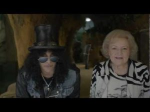 Slash ve Betty White arada reklam yapmak