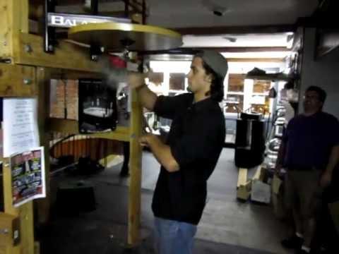 Talent des Tages: Drum'n'Bass Beat mit dem Boxsack