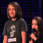 "6 jährige Aaralyn brummede hule Song ""Zombie Skin"" i Amerikas Got Talent"