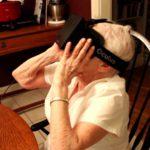 90 Jährige nutzt Oculus Rift