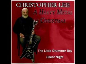 Christopher Lee zingt met Kerstmis Heavy Metal