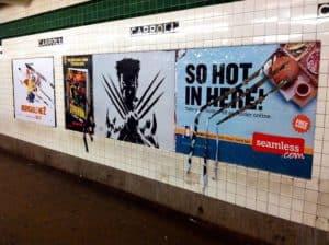 """Guerrilla Künstler ergänzt """"Wolverine"""" Werbung"""