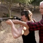 Armbrust Training mit Daryl Dixon – Crossbow Training Con Norman Reedus