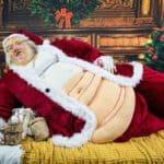 Santa Hutten – Übergewichtige Weihnachtsmann Skulptur