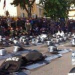 Matones estatales muestran solidaridad con los manifestantes