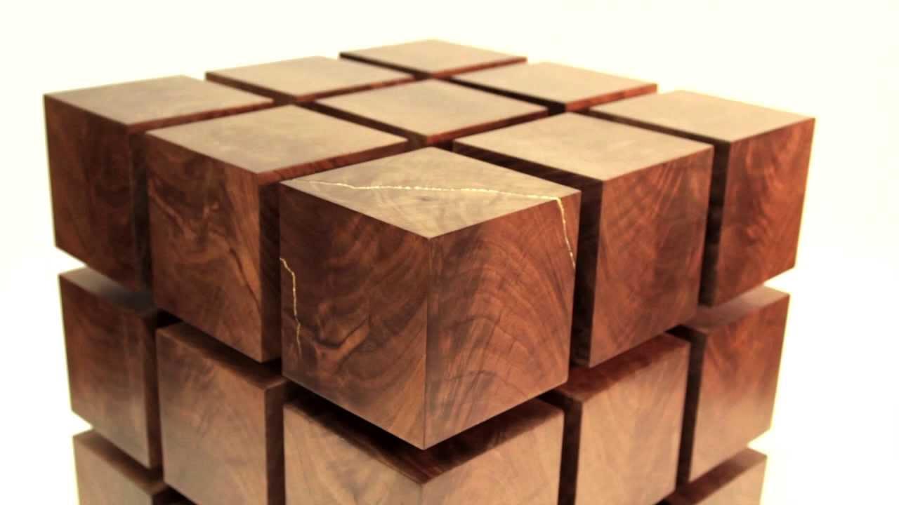 tisch aus schwebenden holzw rfeln dravens tales from the. Black Bedroom Furniture Sets. Home Design Ideas
