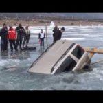 Wie man sein Auto aus einem zugefrorenen See birgt