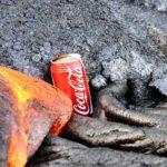 Derretimento lava encontra em uma lata de Coca-Cola