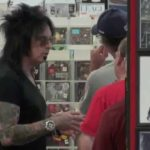 Hidden Camera: Nikki Sixx im Flat Laden