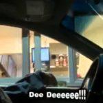Mann ohne Kopf am Drive-in