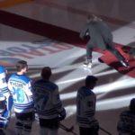 """Faire une grosse beim Eishockeymatch: """"Oh Canada"""" On Ice"""