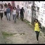 Fussgänger von Ghetto Gang verfolgt