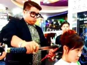 Wie man die Haare mit dem Samurai-Schwert schneidet