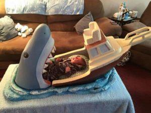 Der Weisse Hai als Kinderbettchen