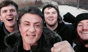 """Touristen treffen Stallone während sie """"Rocky"""" in Philadelphia spielen"""