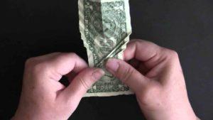 Wie man aus einem Dollarschein einen Koi faltet