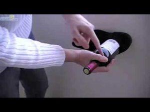 Wie man ohne Korkenzieher eine Flasche Wein öffnet
