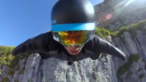 Flug im Wingsuit über die Schweiz