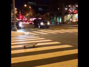 Besoffen mit dem Skateboard nach Hause fahren