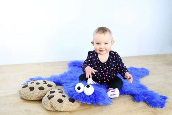 DIY Cookie Monster Fur Rug med Biscuit Pillow