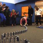 Reação em cadeia da Domino com 10'000 iPhones