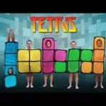 Rémi Gaillard molesta a las personas con Tetris