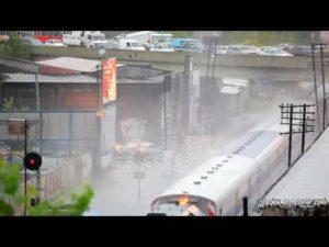 ola gigante en el tren en Buenos Aires