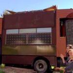 pequeño, castillo habitable en un camión