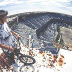 BMX Cykelture i forladte Silverdome Stadium i Detroit