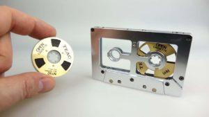 Kassette mit Wechselbändern und das vielleicht genialste Kassettenautoradio der Welt