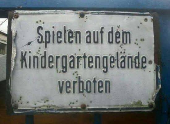 Spielen auf dem Kindergartengelände verboten