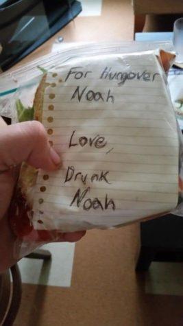 Sarhoş Noah akşamdan kalma Noah bir sandviç için hazır