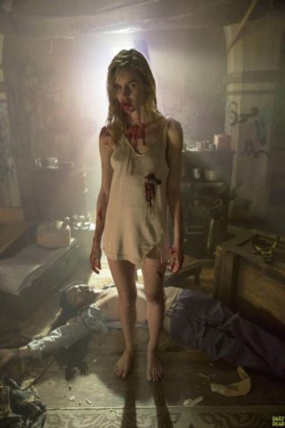 Gloria, een jonge zombie dame uit Fear The Walking Dead