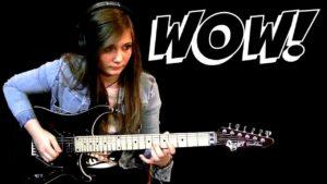 Attaché à vous! Mädchen spielt Gitarre und schockt damit die ganze Musikwelt