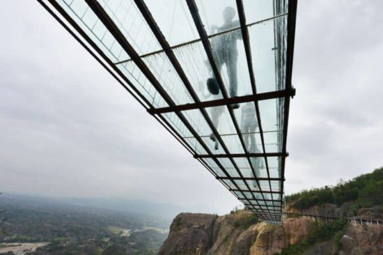 Le plus long pont du monde du verre
