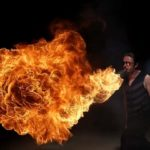 Inferno: Feuerspucken in Slow Motion