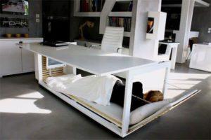 Nap Desk: Schreibtisch mit eingebautem Bett