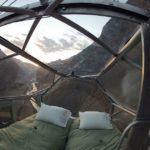 Durchsichtige Schlaf-Kapseln in über 120 Meter