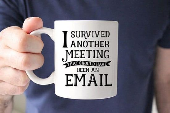 Perfekt Kontor Mug: I survived another meeting...