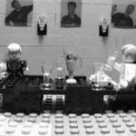 """""""Dinner for One"""" als Lego-versie"""
