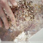 Cube Transparent combine dans les six images peintes à la main