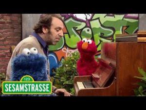 Herzallerliebst: Elmo trifft Chilly Gonzales in der Sesamstrasse