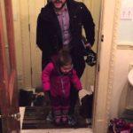 Life Hack: Wie man Kleinkinder aus nassen Winterschuhen holt