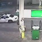 Ninja Jump durchs offene Auto-Fenster um Dieb zu stoppen