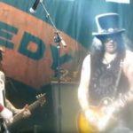"Slash Omaggio a Lemmy con ""Ace of Spades"""